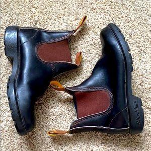 Blundstone Chelsea Black Boot Women's size 6